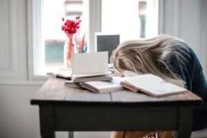 .يعد التعب والارهاق من اهم اعراض نقص فيتامين سي