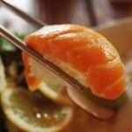 يمكنك تجنب أعراض نقص أوميغا 3 من خلال تناول الأطعمة الغنية به كالسلمون