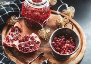 هل الرمان يسبب الامساك، وهل يرفع السكر في الدم؟